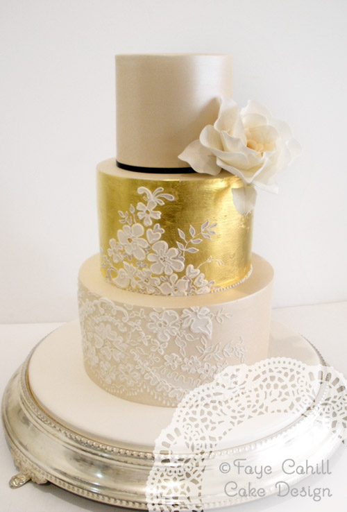 15 Gold Metallic Cakes We\'re Drooling Over! | Knots and Confetti
