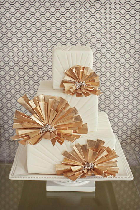 15 Gold Metallic Cakes We re Drooling Over! Knots and ...
